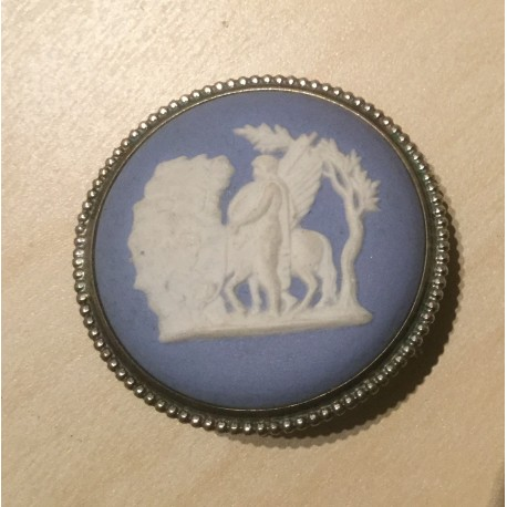 Wedgewood broche with silverframe